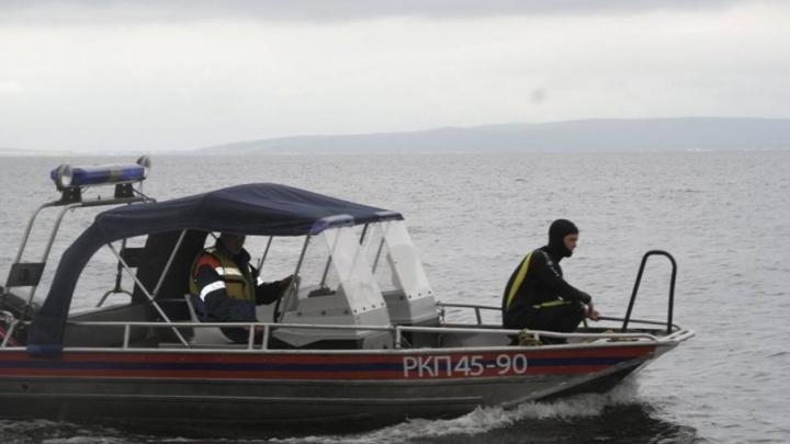 В Тольятти спасатели отправились на поиски двух мужчин, которые перевернулись на гидроцикле