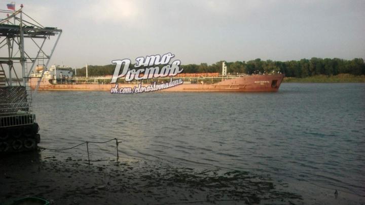 В Ростовской области из-за ветра на мель сел танкер