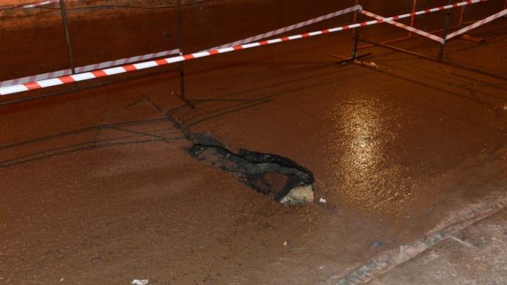 Провал на улице Советской в центре Волгограда списали на резкое потепление