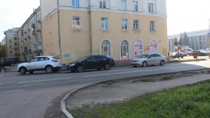 Эффект домино: в Северодвинске на Советской столкнулись три иномарки