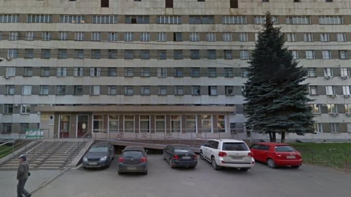 На улице в центре Челябинска проломили голову подростку