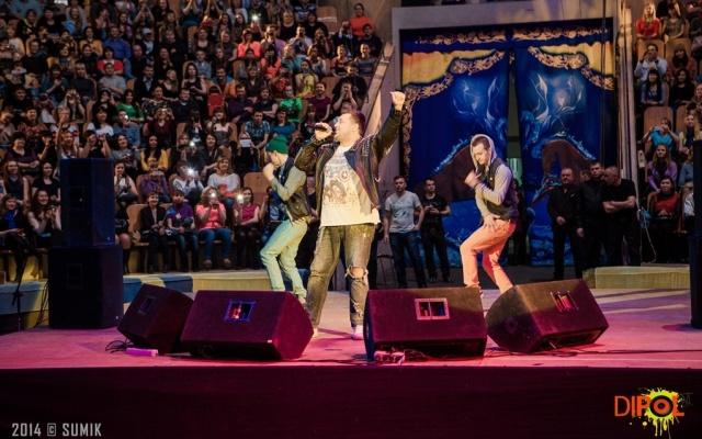 «Диполь FM»: более полутора тысяч тюменцев подняли «Руки вверх!»