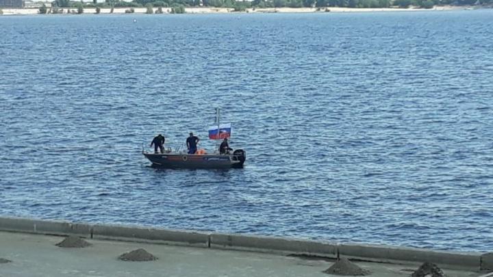 Спасатели подняли из Волги тело одного утонувшего вчера мужчины