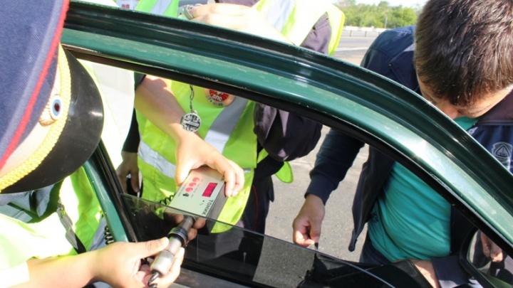 Южноуральских автомобилистов проверили на тонировку