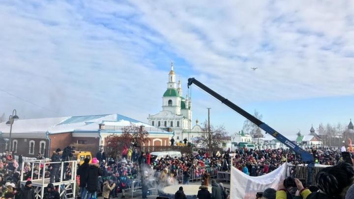 Масленица с 72.ru: смотрите, как в Зареке жгли чучело, а в Ялуторовске блин-гигант переворачивали