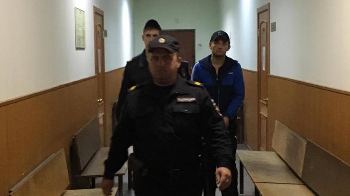 Водителя попутки арестовали по делу об изнасиловании ехавшей из клуба челябинки