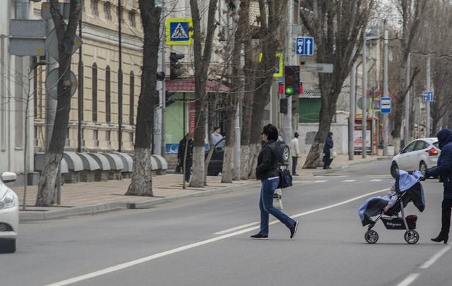 В Ростове блондинка скрылась с места после ДТП на парковке