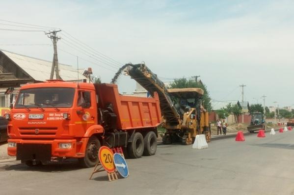 Обновление дорожного полотна рабочие закончат к октябрю
