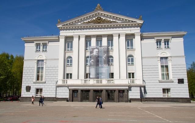 В сквере у пермского театра оперы и балета дорожки и лестницы отремонтируют за 5,6 млн рублей