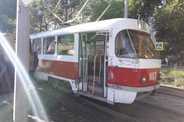 Трамвай получил незначительные механические повреждения