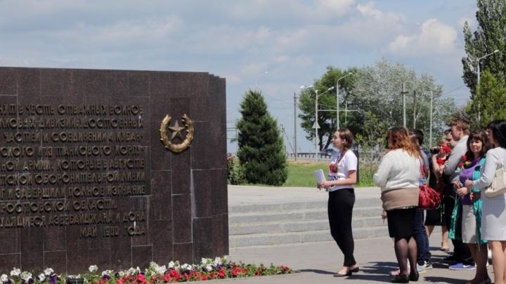Парки, площади и памятники: ростовских лицеистов обучили профессии экскурсовода