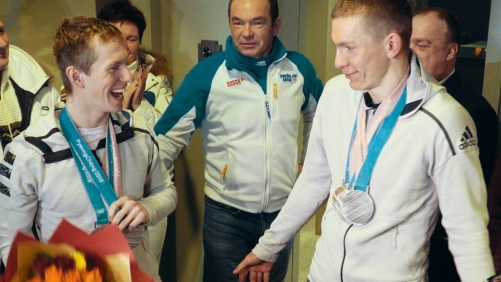 Семь олимпийских наград на двоих: в Рощино встретили тюменских лыжников Александра Большунова и Дениса Спицова