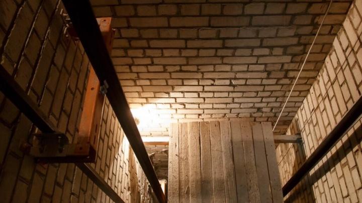Без движения: запущенные чиновниками лифты в Волгограде проработали всего два часа