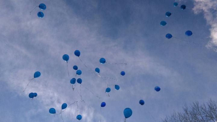 Пермяки отпустят в небо бирюзовые шары в память о потерявшихся детях