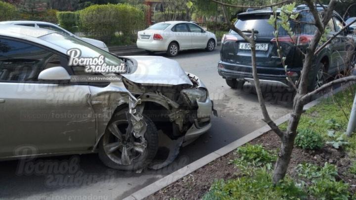 Массовая авария в центре Ростова: на Буденновском столкнулись шесть автомобилей