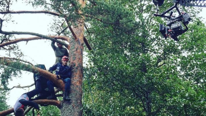 Залез на дерево и сел в инвалидное кресло: на что пошел Роман Курцын ради роли