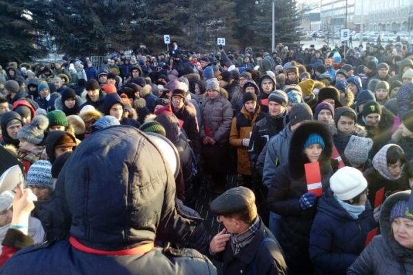 Поддержать Навального пришли люди разного возраста, но всем проголосовавшим есть 18 лет