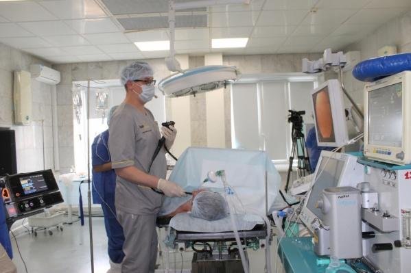 Операции на внутренних органах провели без единого разреза