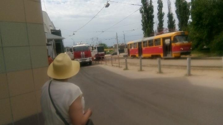 В Волгограде задымился трамвай, пострадала водитель