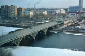Уже весной 2017 года на мосту изменится движение транспорта.