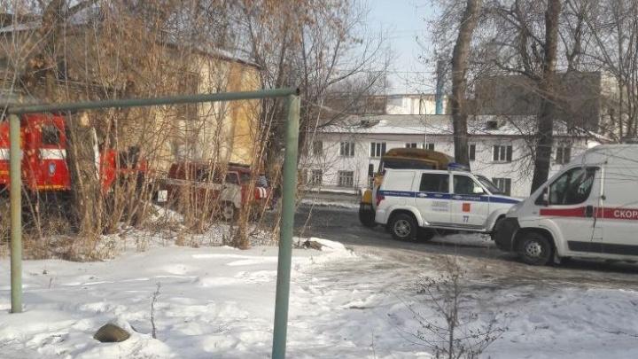 «Вентиляция забита»: в копейской квартире без сознания нашли двух женщин с малышами