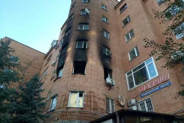 Последствия пожара, в результате которого были эвакуированы 15 человек