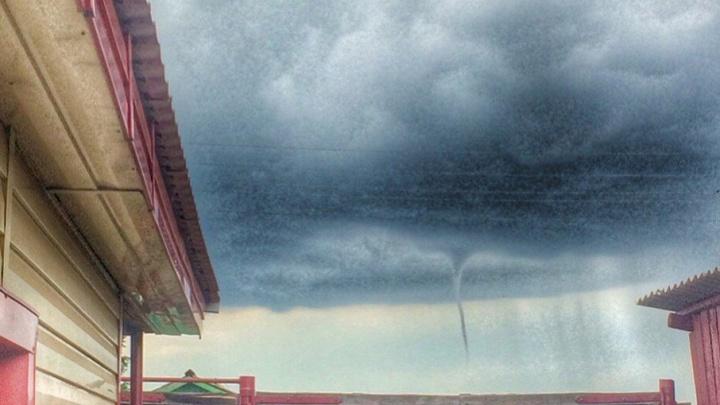 Тюменцы сфотографировали атмосферные завихрения, похожие на смерч: эксперт рассказал, что это было