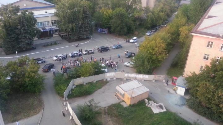 Челябинцы протестуют против стройки офисной высотки в центре города