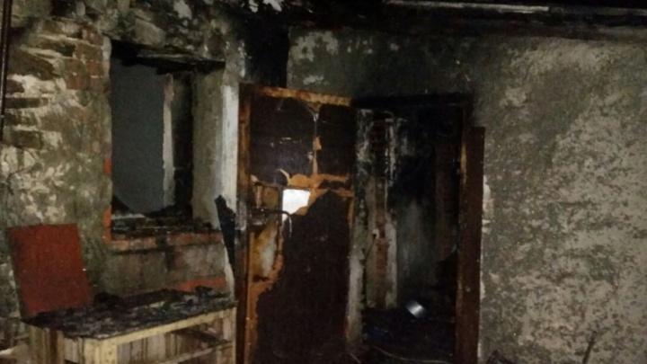 В Шахтах сгорел частный дом: есть погибшие