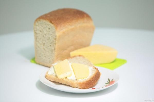 По словам ученых, с хлебом и сыром мы потребляем слишком много соли