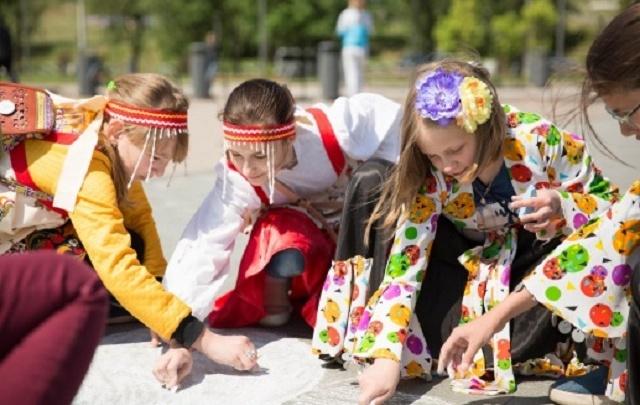 В День защиты детей пермяки будут водить хороводы у театра оперы и балета