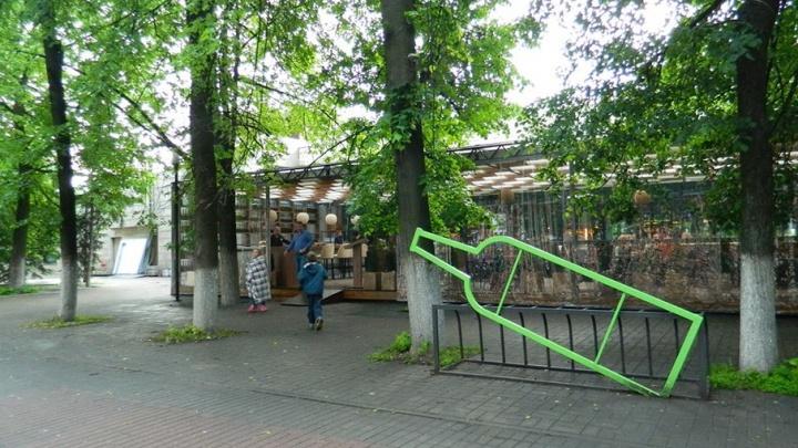 Градозащитники против бутылки: в центре Ярославля появился новый арт-объект