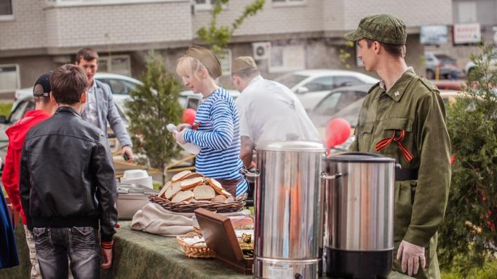 В честь Дня Победы «Комстрой» порадовал ростовчан фронтовой кашей и военной выставкой