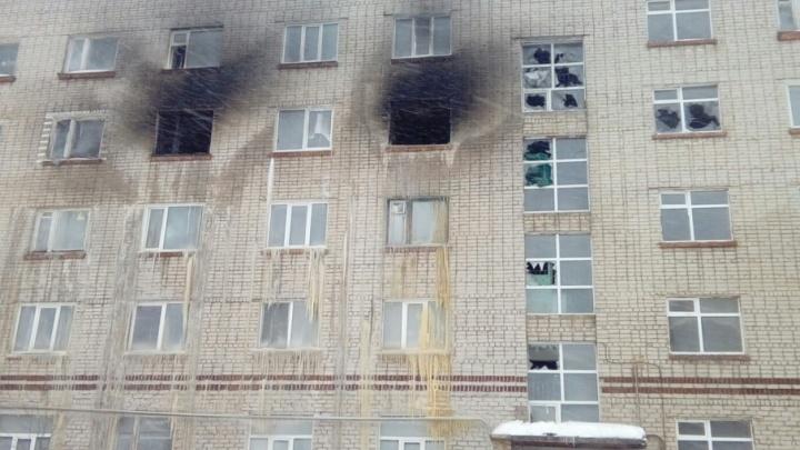 УК, обслуживающая сгоревшее общежитие в Чусовом: «Запасные выходы там не заварены, проводка в порядке»