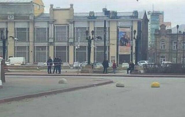 Полиция оцепила театр в центре Челябинска из-за подозрительной сумки