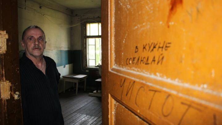 Едет крыша, трещат сваи:  жители архангельской «деревяшки» пытаются сбежать из коммунального ада