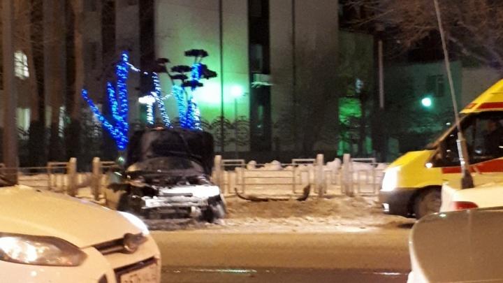 Есть пострадавшие в ДТП на Мельникайте, где «десятка» влетела в забор