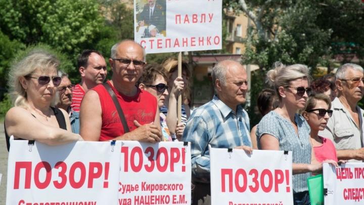 В Волгограде родственники осужденных полицейских требовали приезда Бастрыкина