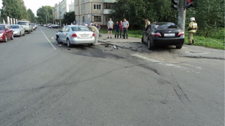 В Архангельске «Фольксваген» не уступил дорогу «Тойоте»