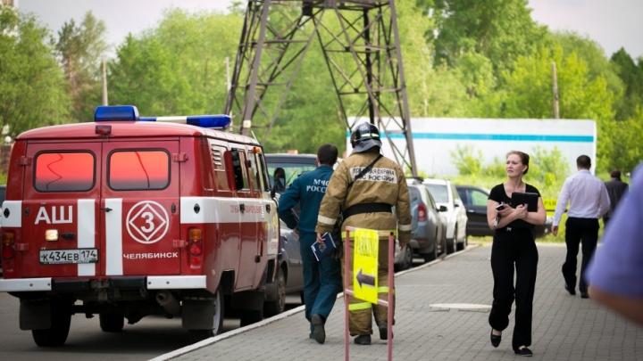 Женщина забаррикадировалась в многоквартирном доме и открыла газ