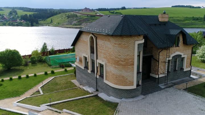 Выбираем дом с бассейном: в Перми составили рейтинг особняков, где можно плавать круглый год