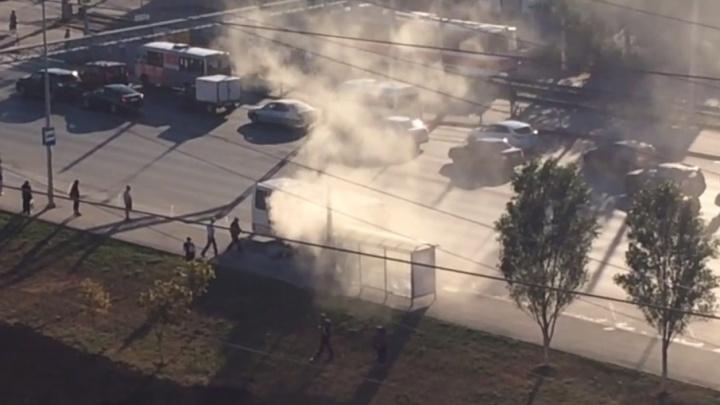 «Едкий дым заполнил весь салон»: на улице Ново-Садовой горел пассажирский автобус