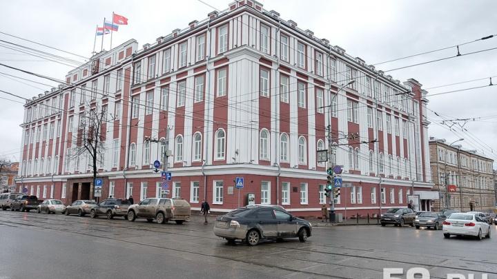 Мэр Перми заработал в прошлом году 4,9 млн рублей