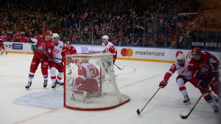 Молодые хоккеисты помогли «Локомотиву» переиграть «Спартак»
