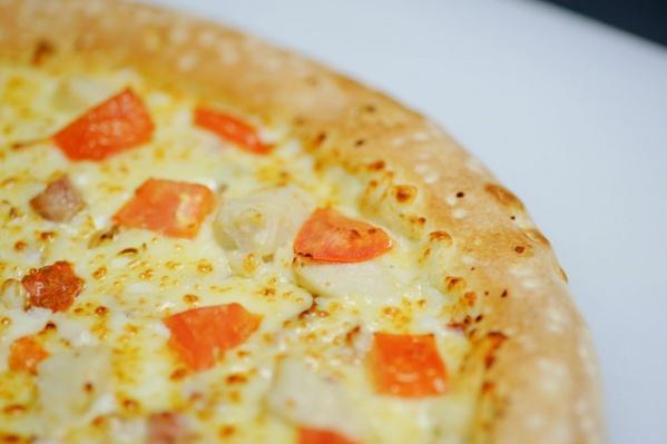 А тех, кто не умеет делать пиццу, научат