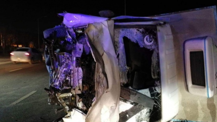 Авария на шоссе Авиаторов: разбились три автомобиля, много пострадавших