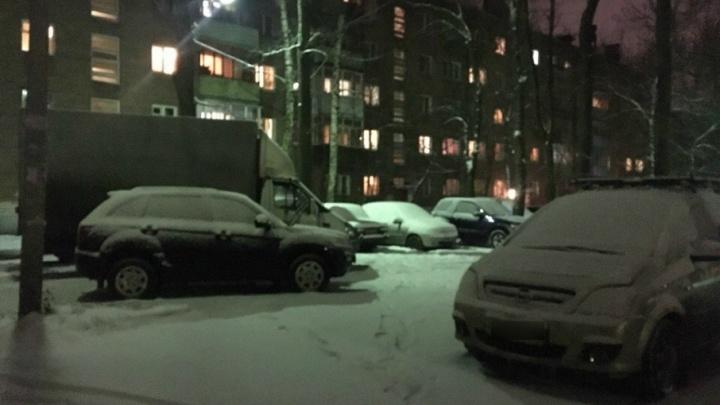 Коммунальщики попросили ярославцев  убрать на ночь машины с обочин