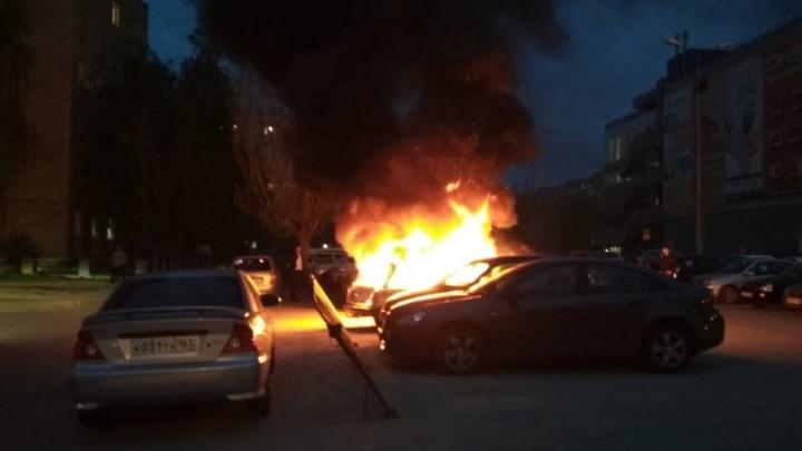 Остался голый каркас: в Тольятти сгорела «четвёрка»