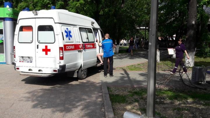 Прогулка по Цветному бульвару закончилась для троих тюменцев приездом скорой помощи