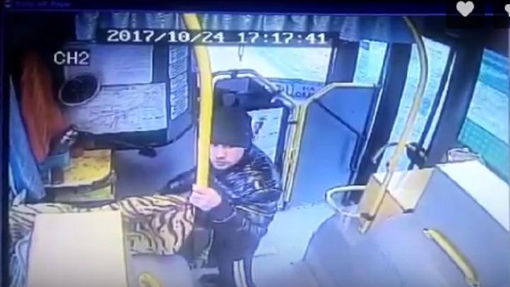 В Перми поймали 23-летнего мужчину, который украл выручку у кондуктора автобуса